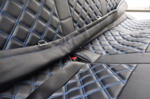後部座席の後ろ部分