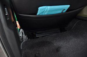 助手席座席後部を引っ張