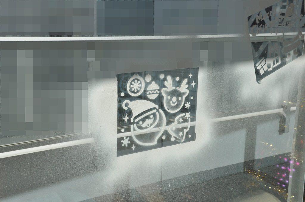 窓にデコレーション