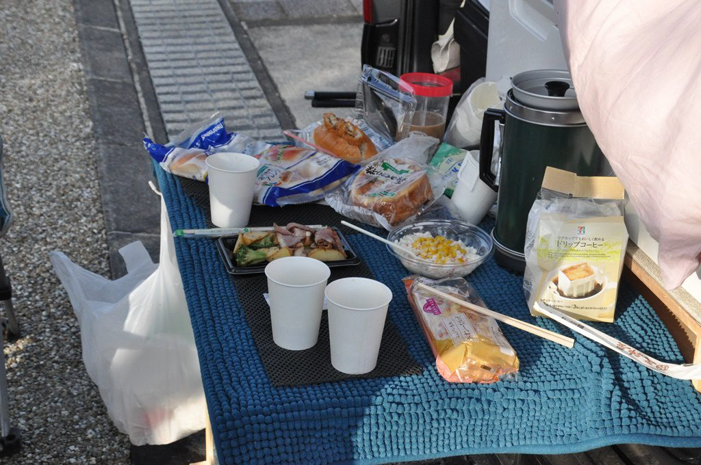 コンビニ調達の朝食です。