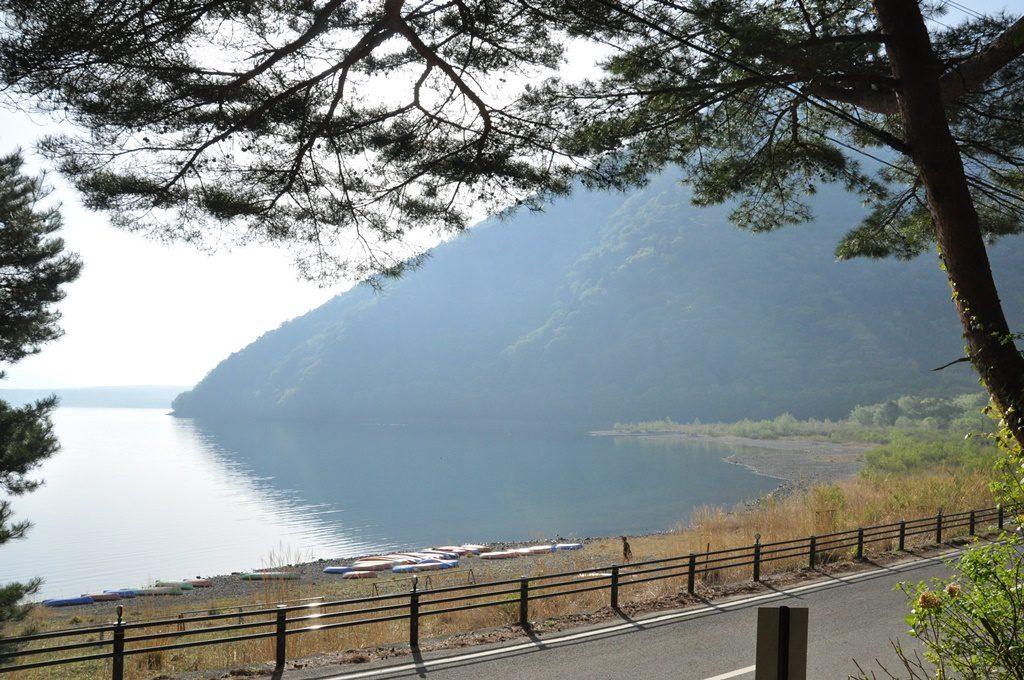 昼食時の湖面