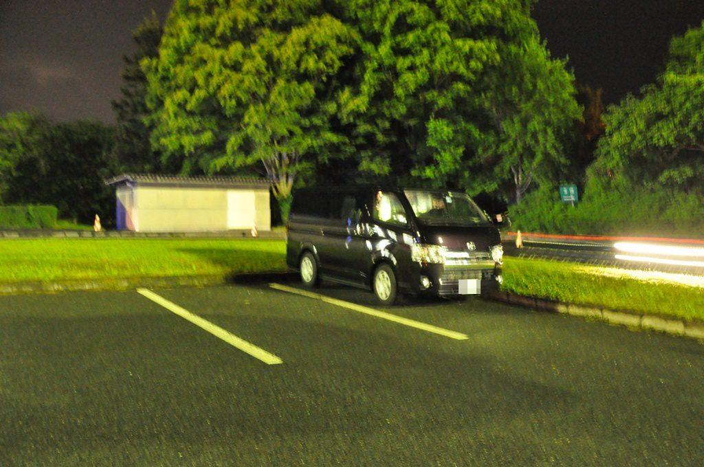 駐車位置、明るくして撮りました。