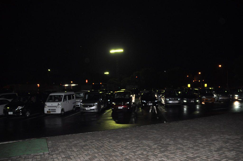 売店前の駐車場です。
