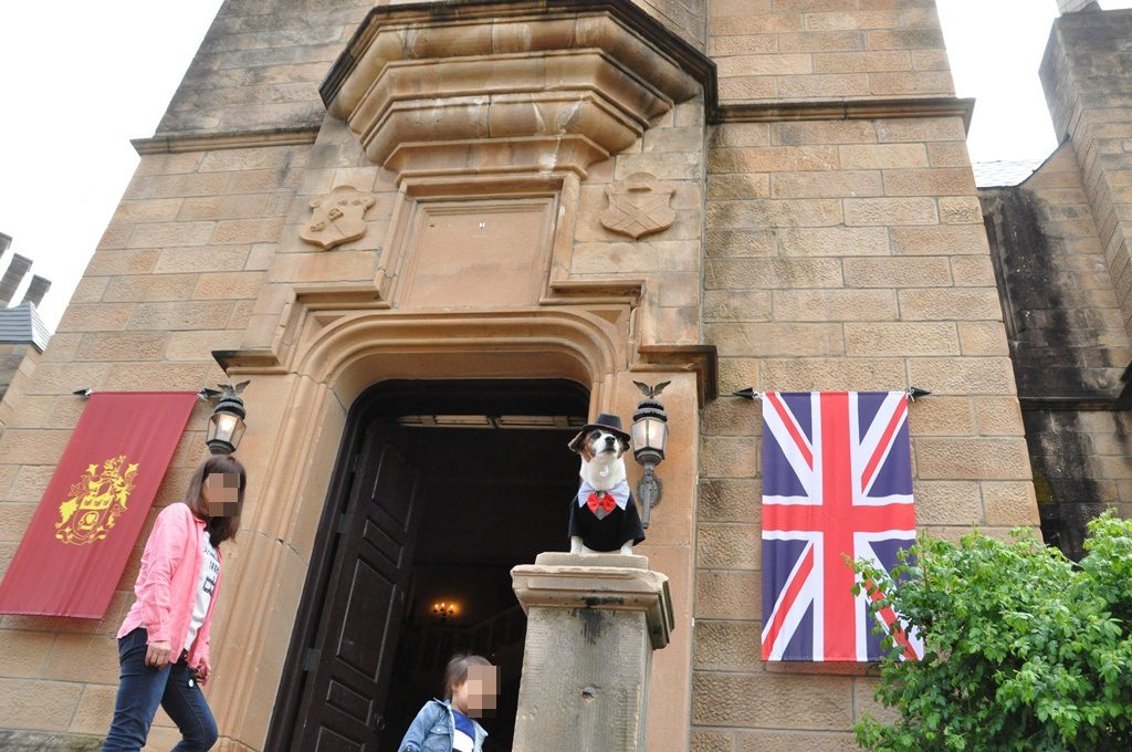 お城の入り口でパチリ。