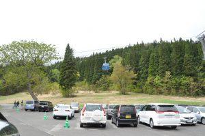 「ドラゴンドラ」駅前の駐車場です。