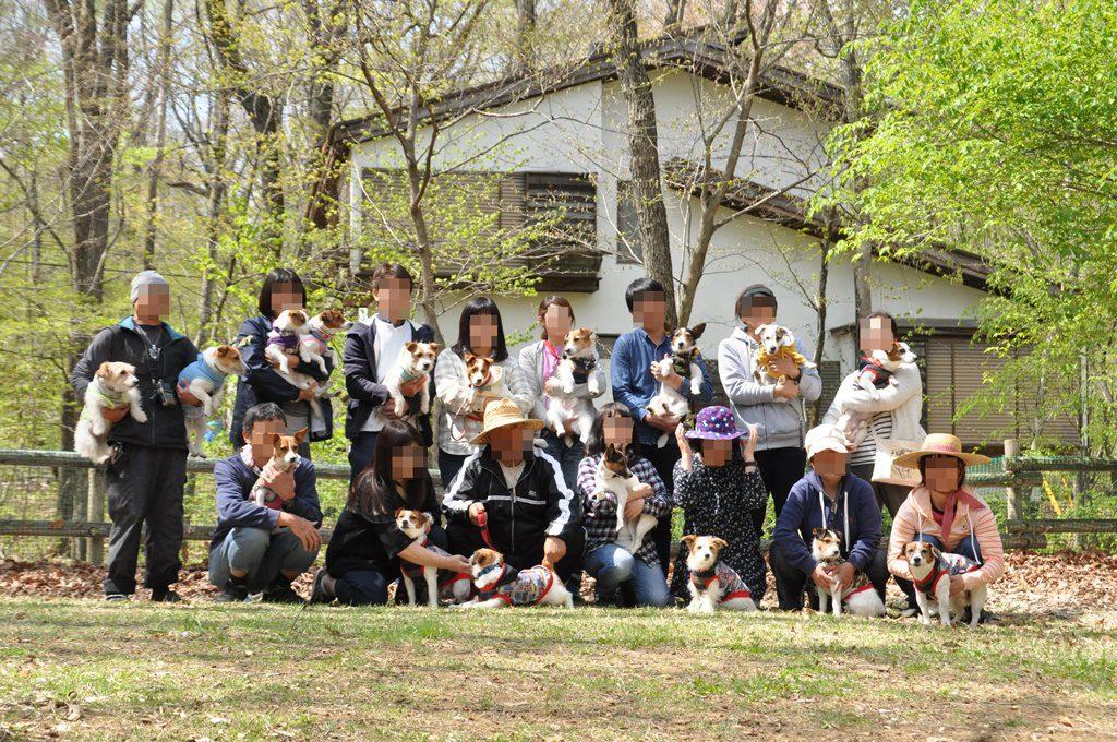 ジャックと飼い主達で記念撮影。