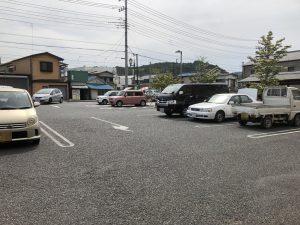 水汲み場横の駐車場