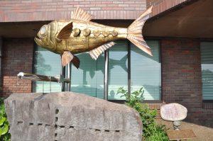 東伊豆町役場前の金目鯛のオブジェ
