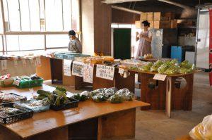 地元の野菜も直売