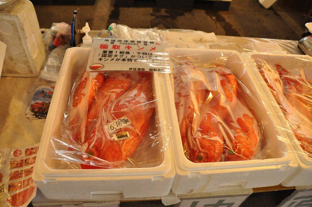 稲取で水揚げの金目鯛