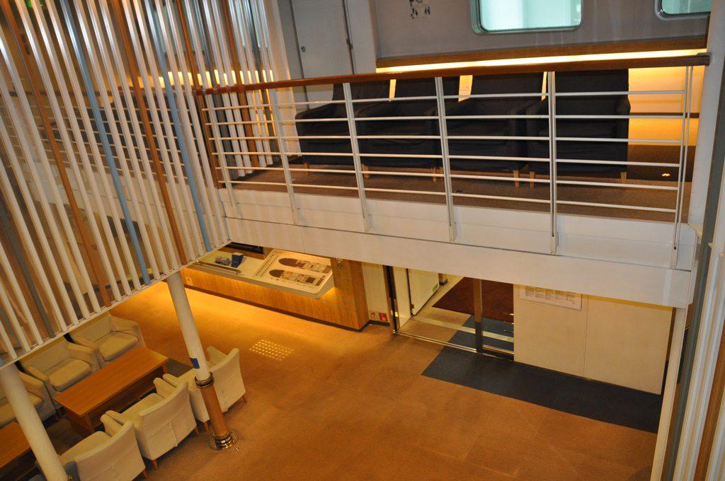階段登ってスタンダード船室へ