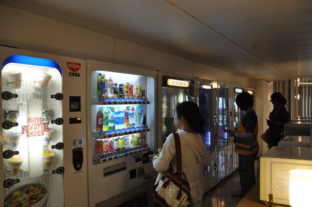 軽食の自販機もあり