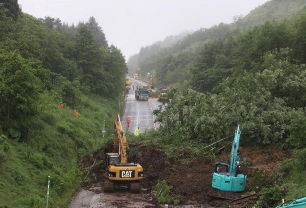 7月5日より通行止めだったが、7月8日は開通。函館新聞より引用