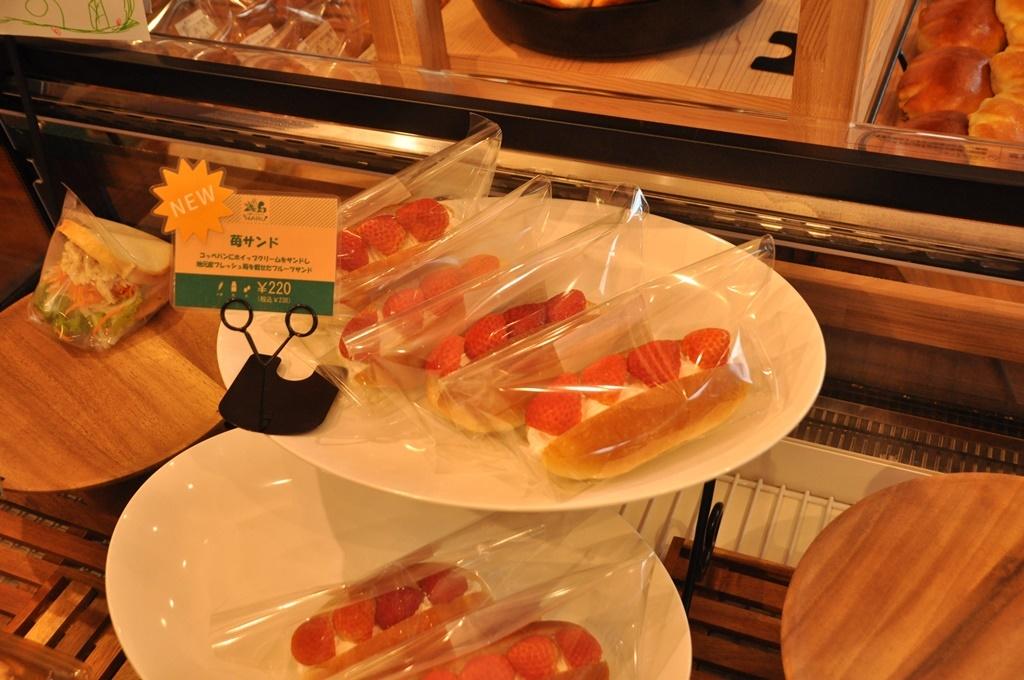 苺サンドも美味しそう。