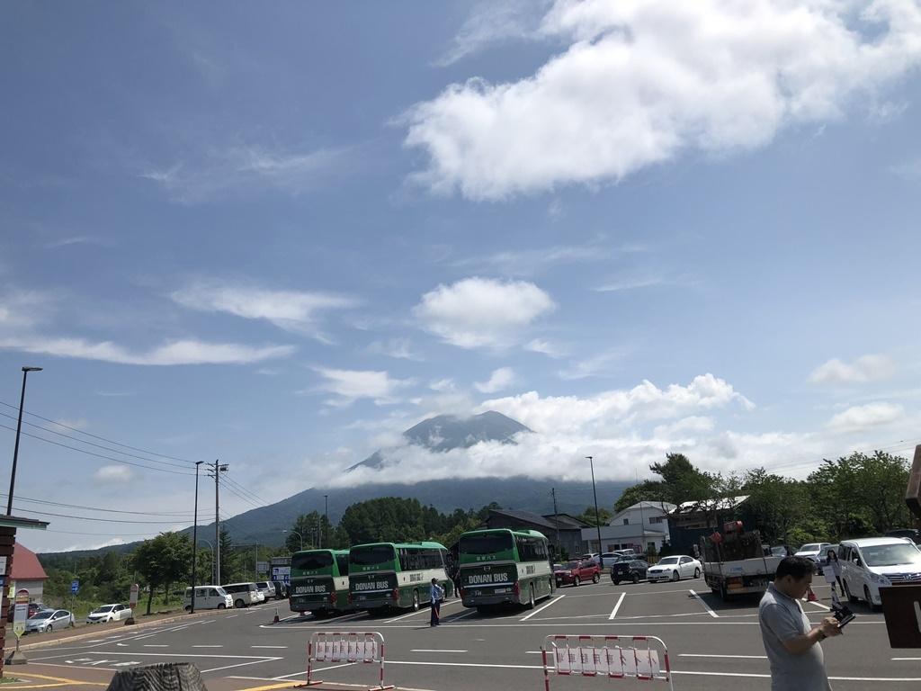 羊蹄山をみながら道の駅の駐車場を出発します。
