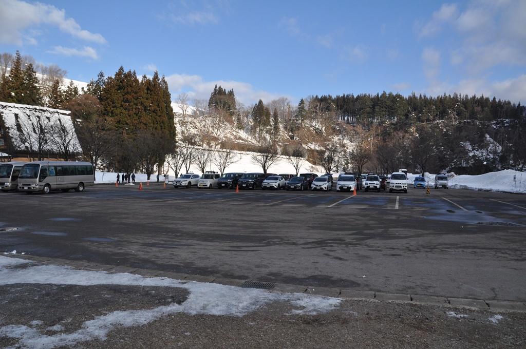 村営せせらぎ公園駐車場です。